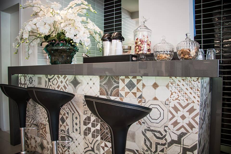 Balcão de cozinha americana com revestimento  Decorando Casas # Bancada De Cozinha Revestimento