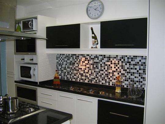 revestimento-para-parede-da-cozinha-preto-e-branco