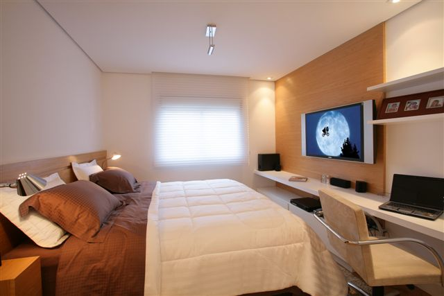 Home-office-no-quarto-com-TV