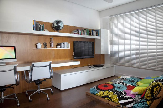 Home-office-no-quarto-com-TV–Casal