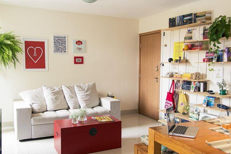 Como decorar a sala de estar gastando pouco?  Decorando Casas