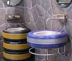 Decoração com pneus coloridos, velhos e usados
