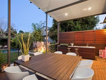 Rea externa com churrasqueira e jardim decorando casas Kitchen garden design australia