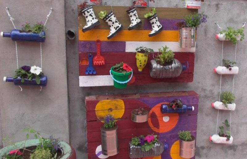 Como fazer um jardim com materiais reciclados decorando for Adornos jardin reciclados