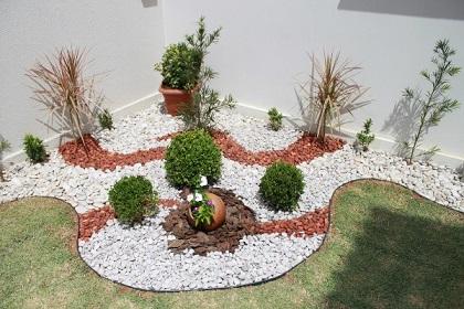 Como fazer um jardim com pedrinhas