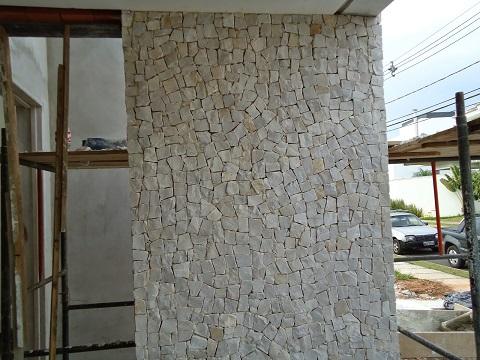 Fachadas de casas com pedra portuguesa