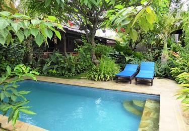 Imagens de casas com jardins e piscinas