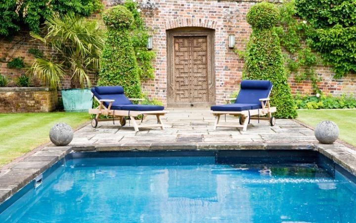 Imagens de casas com jardins e piscinas  Decorando Casas
