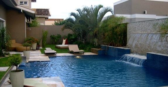 Imagens de casas com jardins e piscinas decorando casas for Decorar piscina elevada