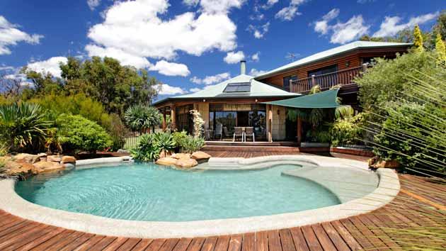 Imagens de casas com jardins e piscinas decorando casas for Piscinas e jardins