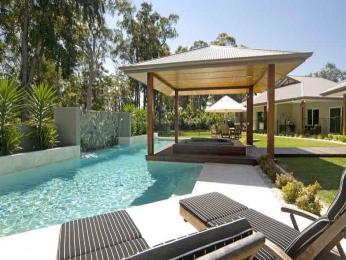 Imagens-de-casas-com-jardins-e-piscinas