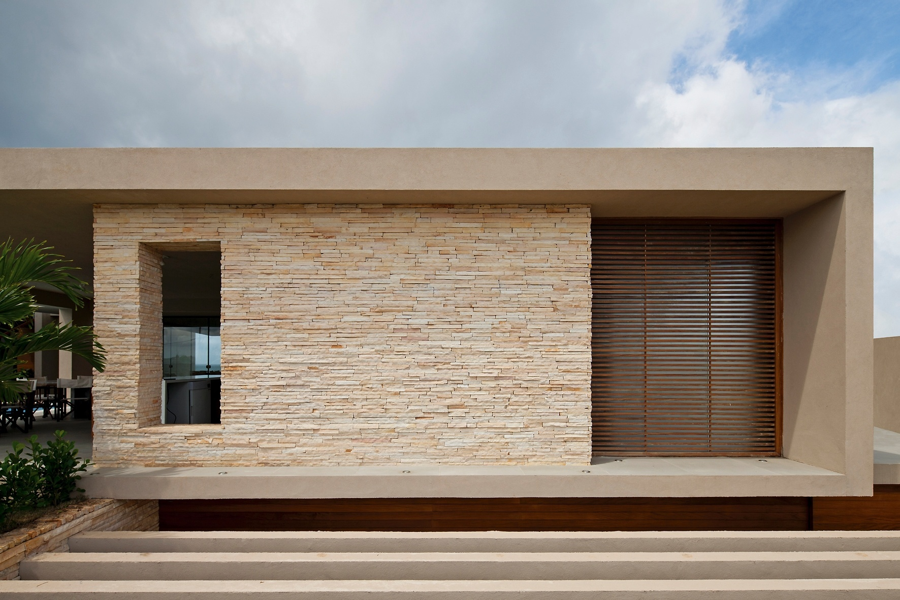 Modelos e tipos de revestimentos para parede externa e for Fachadas de casas con azulejo