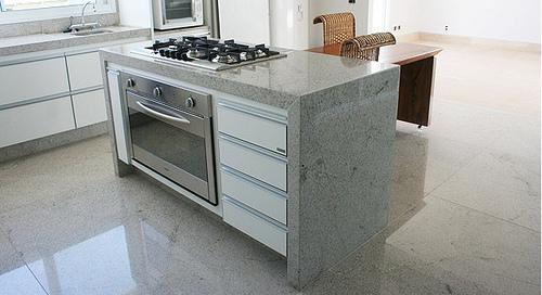 piso granito para cozinha