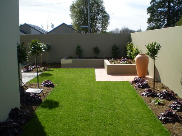 Casas modernas com jardins planejados bonitos e for Sample landscape design