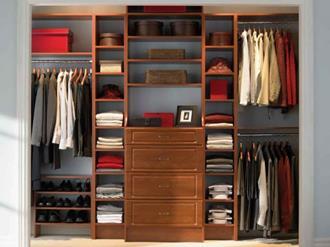 Como organizar guarda-roupa de casal