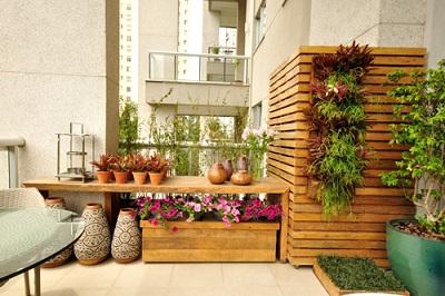 Decoração de quintal com material reciclável