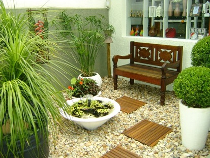 Pequenos jardins com pedras