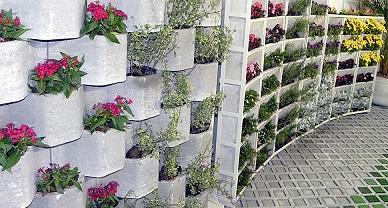 Canteiros verticais com blocos de concreto