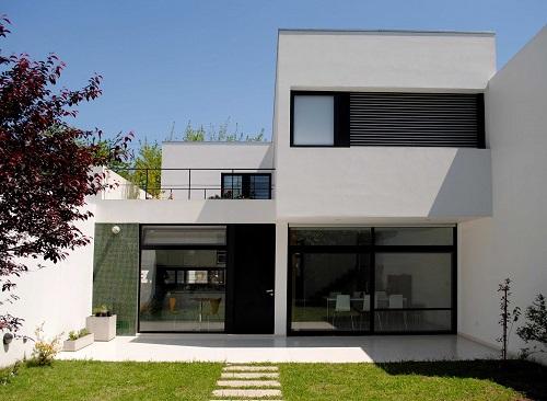 fachadas de casas pequenas com platibanda decorando casas