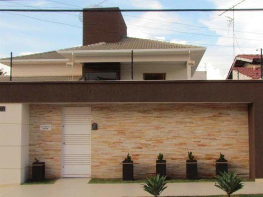 Fachada de muro com cer mica decorando casas for Ceramica para fachadas exteriores