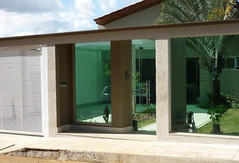 Fachadas de muros residenciais com vidro
