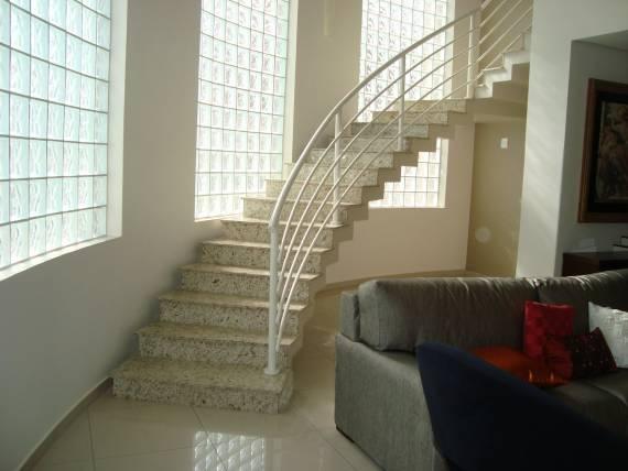 Escadas internas de granito