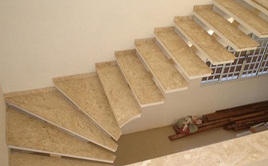 Escadas-internas-de-granito