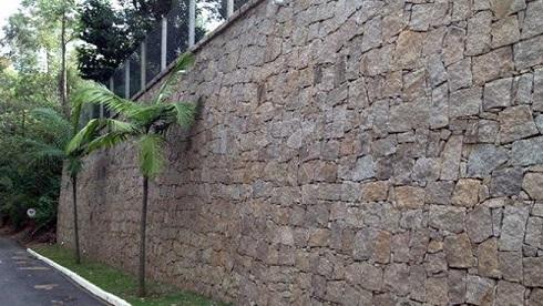 Fachadas-de-muros-com-pedras-decorativas