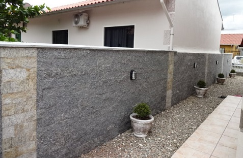 Fachadas de muros com pedras decorativas