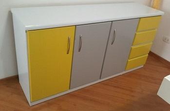Revestir móveis com adesivo