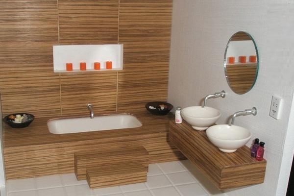 Decoração de banheiro com madeira