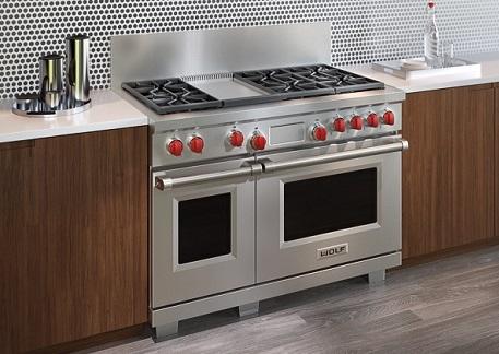 Cozinha com fogão Cooktop e forno embutido