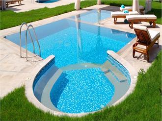 Como-tratar-a-água-da-piscina