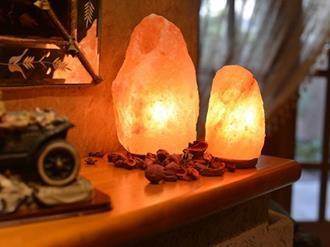 Decoração-com-luminária-de-sal-do-Himalaia
