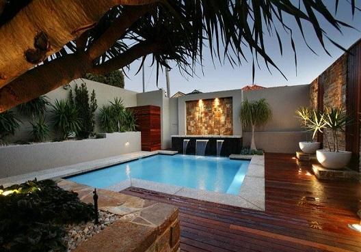 Muros de piscinas decorados decorando casas for Domestic swimming pool design