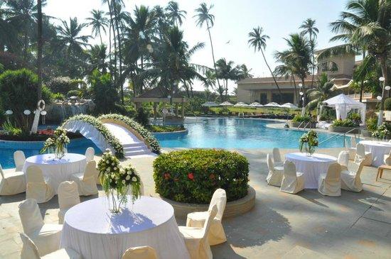Decoração de piscina para casamento