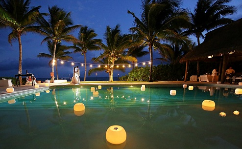 Decoração para piscina com velas