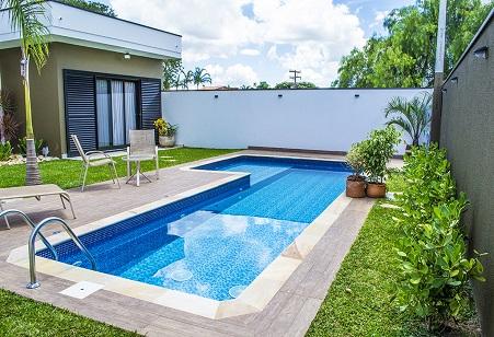 Decora o para piscina e jardim decorando casas for Fotos de piscinas pequenas para patios