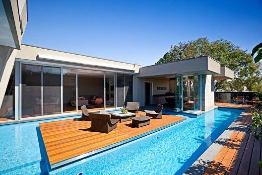 Piscina residencial moderna