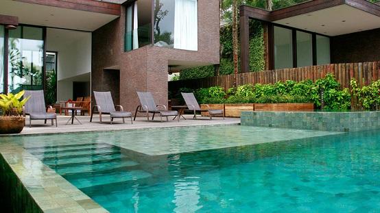 Piscina residencial moderna decorando casas for Piscina residencial
