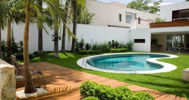 Piscina residencial paisagismo decorando casas for Piscina residencial